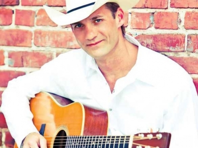 Hayes brings country hits to The Strand
