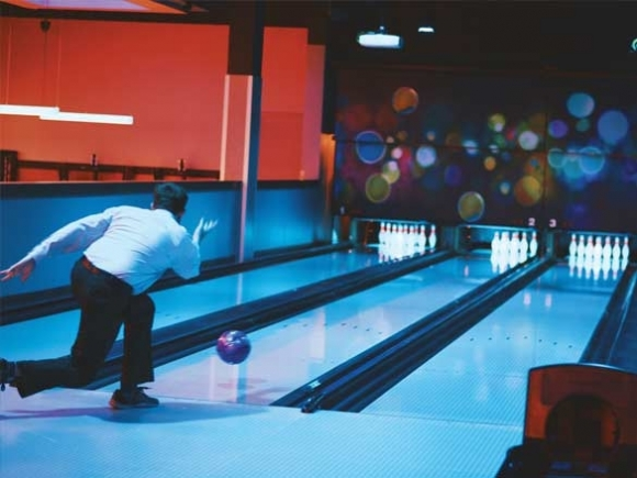 Bowling alley opens in Cherokee