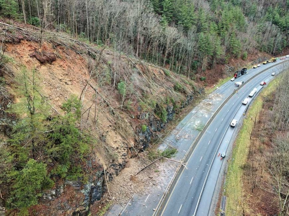 I-40 slide cleanup causes closure