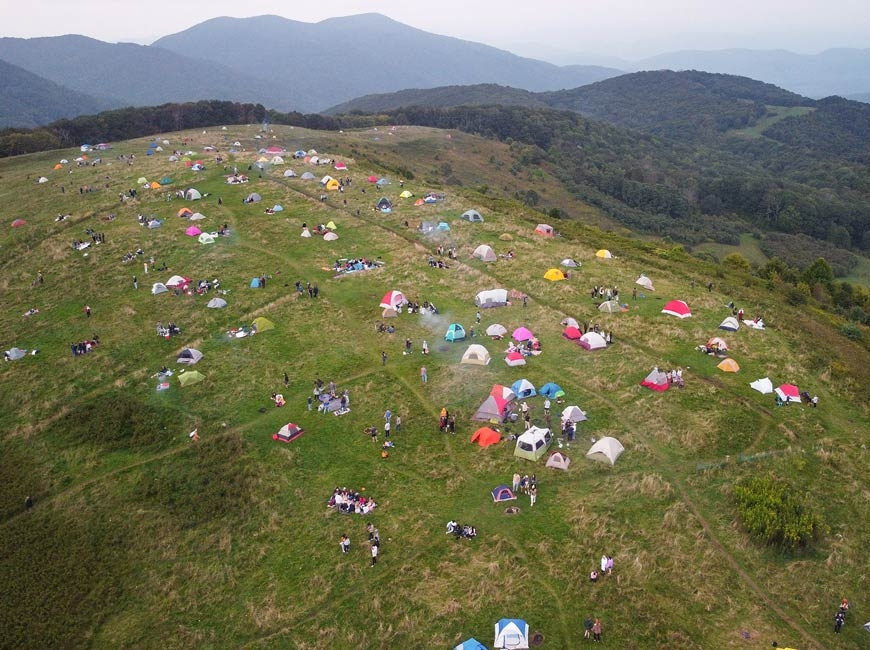 Full house: Photo prompts concern about conditions at Max Patch