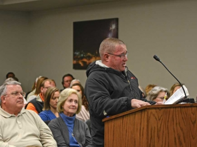 David Allen, owner of A1 Marine in Glenville, tells commissioners why he believes the no wake zone issue should be dropped. Holly Kays photo